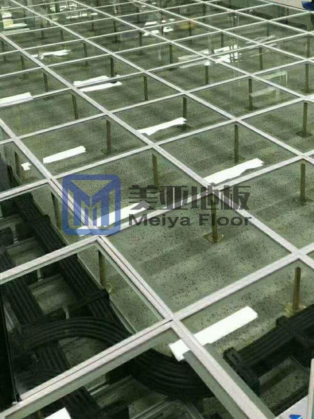 美亚玻璃地ban可与硫酸钙防静电地ban、全钢防静电地ban、陶瓷防静电地ban配合使用。